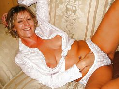 Amateur Matures, MILFs, Wives, Moms #25183844