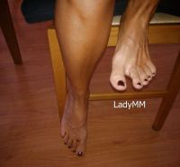 LadyMM-Italian Milf footplay during a boring breakfast