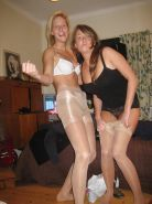Amateur babes wearing pantyhose.6