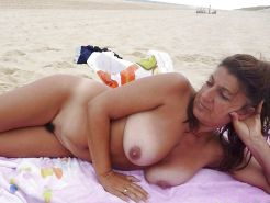 Mature women on the beach! Amateur! #25116201