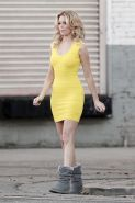 Elizabeth Banks - In A Super Tight Yellow Dress