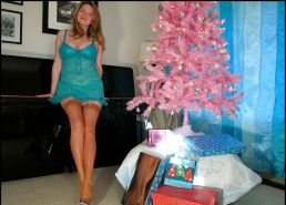 Voluptuous mature lady Christmas rht stockings