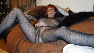 Hairy mature slut :-)
