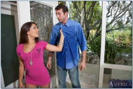 Young Latina Jynx Maze getting her asshole stretched open