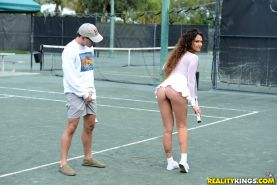 Sexy cougar showing hot naked upskirt on tennis court before sucking big cock