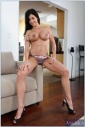 Ripe wife Jewels Jade bares her oiled rack and rubs her big clit #54321179
