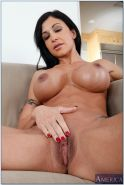 Ripe wife Jewels Jade bares her oiled rack and rubs her big clit #54321379