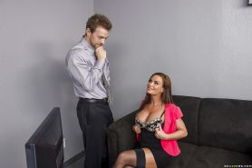 Big tits milf Diamond Foxxx is enjoying an hardcore office fuck