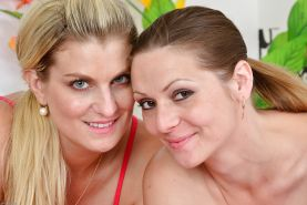 Lesbian milf Samantha Snow pleases her girlfriend Mischelle