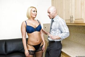 Hot busty MILF Mellanie Monroe gets her cunt nailed by a big cock
