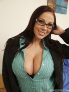 Hot babe with big boobs Gianna Michaels spreads her thighs