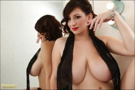 Big titted cutie September Carrino shows her sweet melons