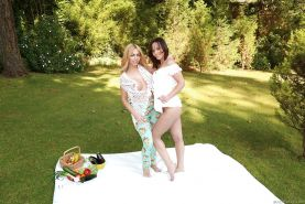 Cute chicks Alysa and Isabella Clark baring their asses outdoors
