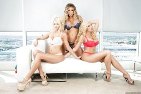 Courtney Taylor and Samantha Saint are screwing this lesbian milf