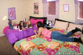 Teen babes Madison Scott and Hailey Young stretch pussies in groupsex