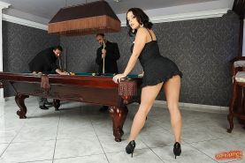 Liza Del Sierra spreads her legs for gangbang with double penetration