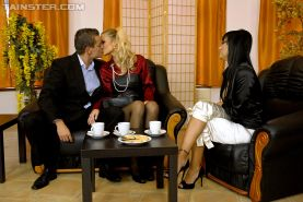 Veronica Diamond & Samantha Jolie are into groupsex with a lucky guy