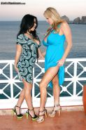 Kelly Madison is features in an amateur lesbian scene with her gf
