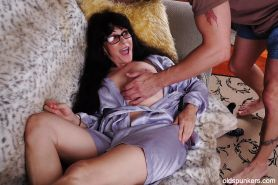 Mature mom Tammy has her big natural tits teased in close up