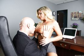 Mature office babe Kristal Summers using hooters for outstanding titjob