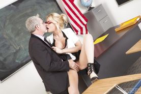 Blonde pornstar Riley Steele have her teacher's pussy ate out