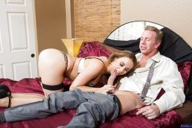 Big tits wife Chanel Preston dose blowjob in her stunning stockings