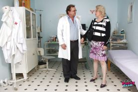 Mature lady in glasses gets her trimmed cooter examed and toyed by gyno