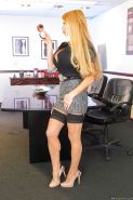 Sultry office slut Taylor Wane flaunting in seamed stockings and heels