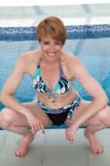Naked mature prostitute Maria spreads her pussy over the pool