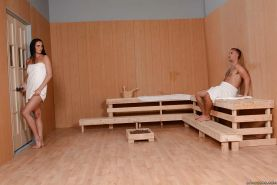 Tremendous babe Bianca Breeze is doing a first class blowjob in sauna