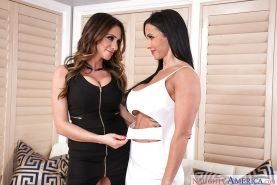 Chesty lesbian moms Ariella Ferrera and Jewels Jade humping and tribbing