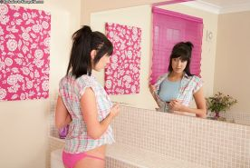 Emotional amateur teen babe Lexi Lowe doesn't look unsatisfied at all
