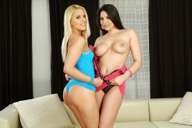 Brandy Smile makes some lesbian action with her brunette friend