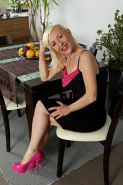 Mature blonde MILF Tina spread her legs when she's fully nude