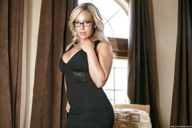 Blonde chick in glasses Olivia Austin hikes dress to reveal nice butt