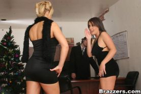Slutty babes Penny Flame and Brooke Haven have groupsex in the office
