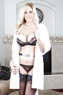Captivating milf babe with big tits Julia Ann is a perfect blonde