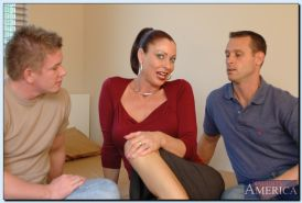 Vanessa Videl enjoys FMM groupsex and gets jizzed over her eager face