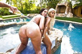 Lusty MILFs Kelly Divine & Bridgette B are into groupsex with a guy