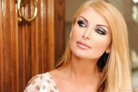 Beauteous babe Taylor Wane got her mature pussy fucked hard