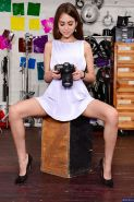 Riley Reid wants to do some photos while having her photos taken
