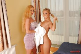 Blonde hotties Sunny Diamond & Cathy Heaven exploring fisting pleasures