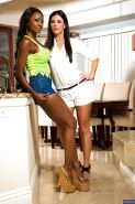 Ebony milf Diamond Jackson licks out Lesbian pussy of India Summer