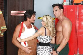 Busty MILF babe Holly Halston has rough groupsex with two thick dicks