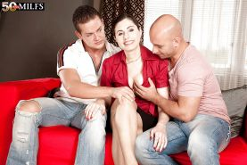 Lorenzia deals two hungry for pussy men in a rough anal threesome show