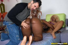 Big ebony ass of Beauty Dior shakes under pressure of hardcore orgy