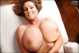 Curvaceous tit model Sarah Nicola Randall squeezing huge hooters together