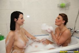 Wooing babe Amy Wild has some lesbian fun with her friend in the bath