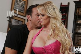 Milf pornstar with blonde hair Stormy Daniels dose blowjob