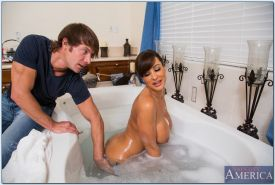 Seductive MILF with big jugs Lisa Ann gets pounded hardcore in the bath